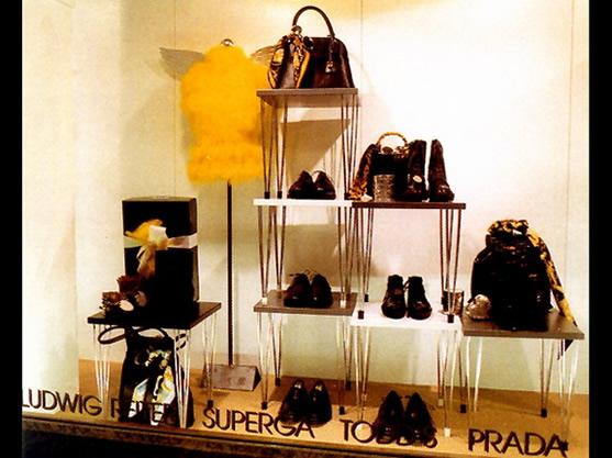 橱窗展示设计欣赏-鞋包   经销商   中国服饰网; 橱窗展示设计欣赏