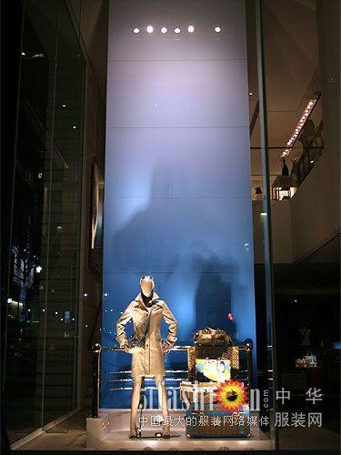 coach专卖店橱窗设计与灯光(2)_服装百事通