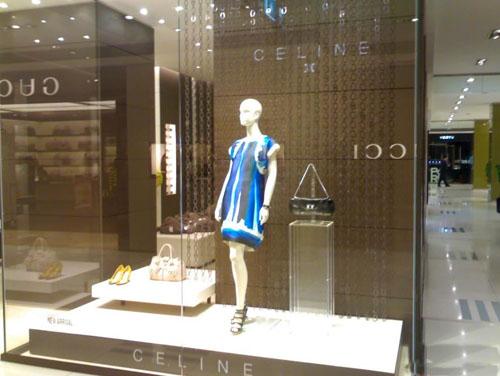 2009杭州大厦国际大牌最新橱窗照.jpg_图片_服装百事通