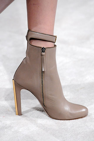 miumiu新款凉鞋
