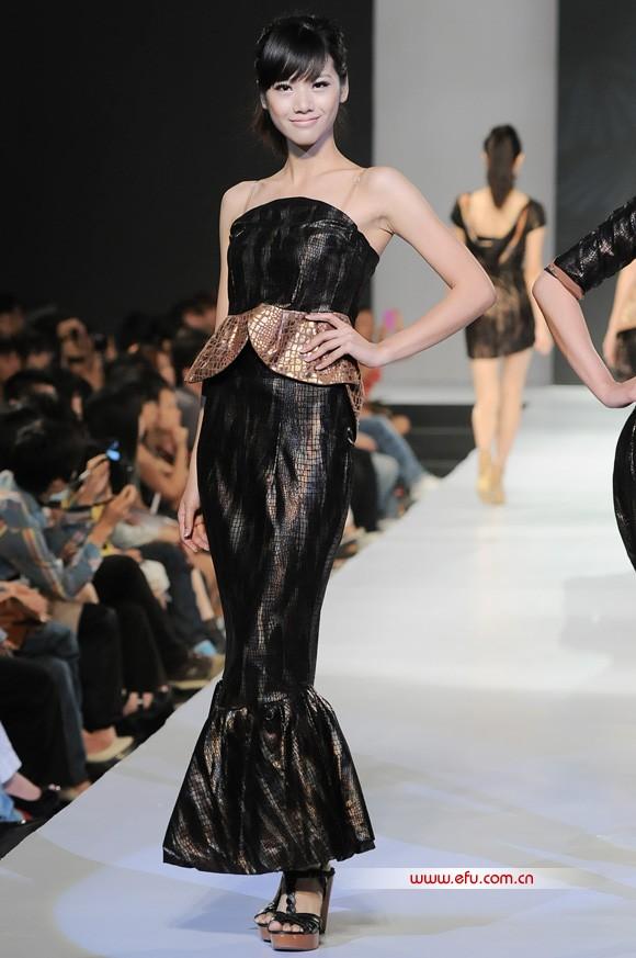 2011广州科技贸易职业学院服装设计毕业作品展演9.jpg