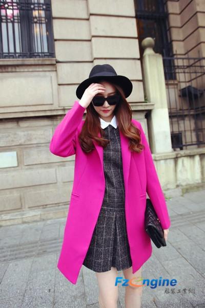 时髦秋装外套配连衣裙 凸显身材彰显气质