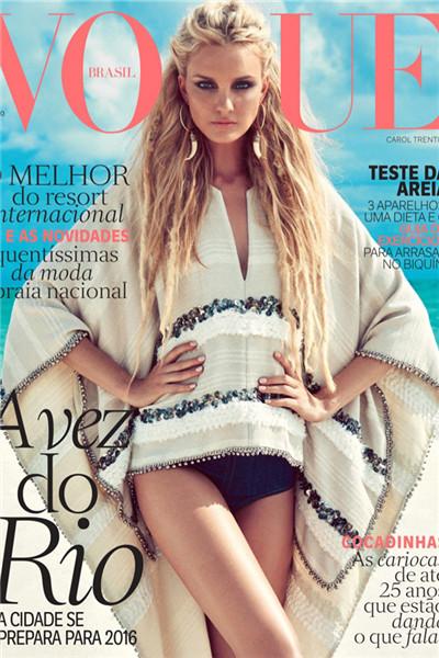 超模Caroline Trentini 演绎海滩炫彩时尚大片
