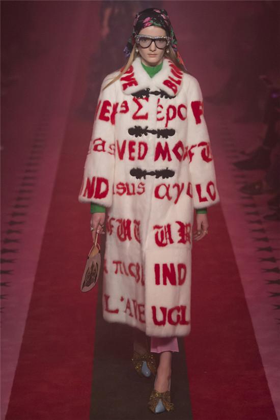 Gucci(古驰)2017春夏米兰时装秀 粉红的幻觉效应