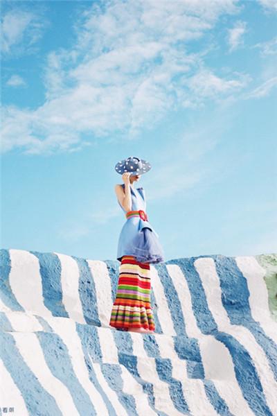美到极致!2016秋冬女装色彩趋势:恬静通透的冰粉蓝