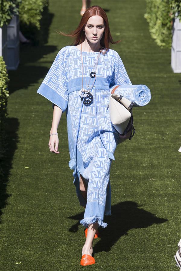 舒适慵懒的花园假日 Tory Burch 2018春夏系列时装秀