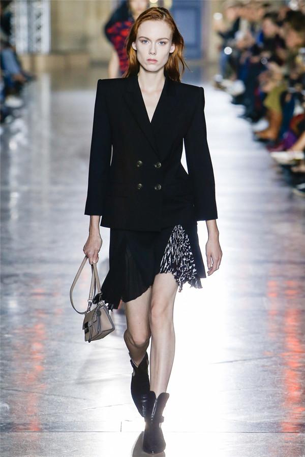 变化的诱惑 Givenchy 2018春夏时装秀