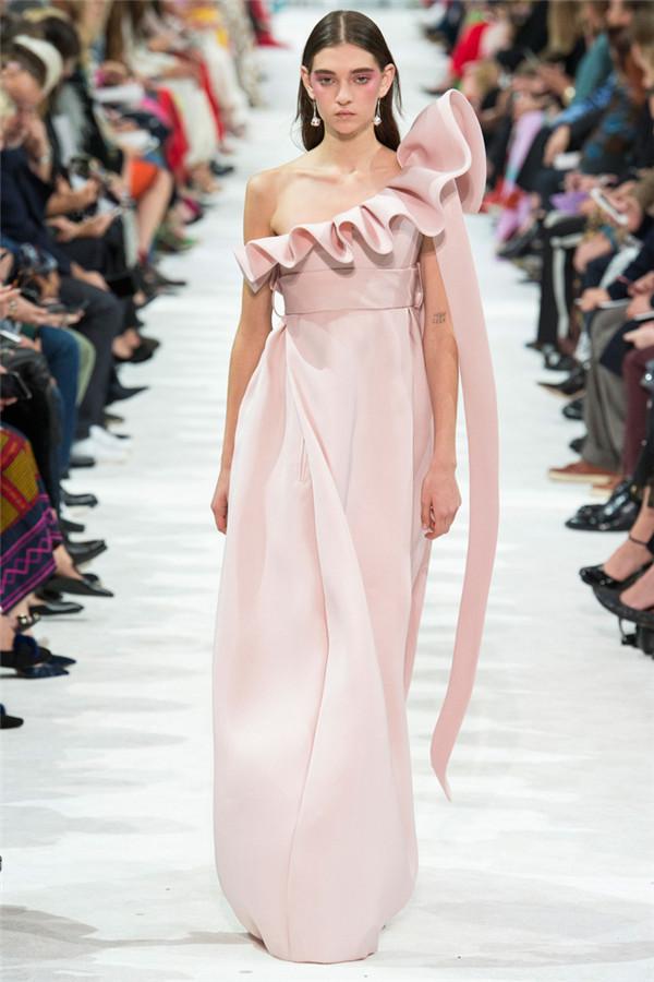 自由狂想 Valentino 2018春夏时装秀