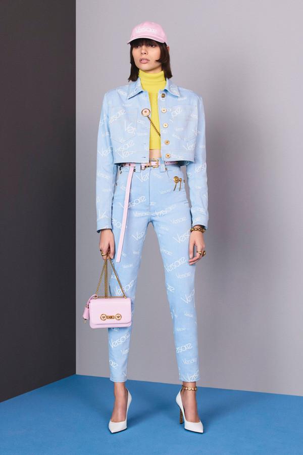 时髦还能这样玩!Versace 2018早秋灵动的率性时尚