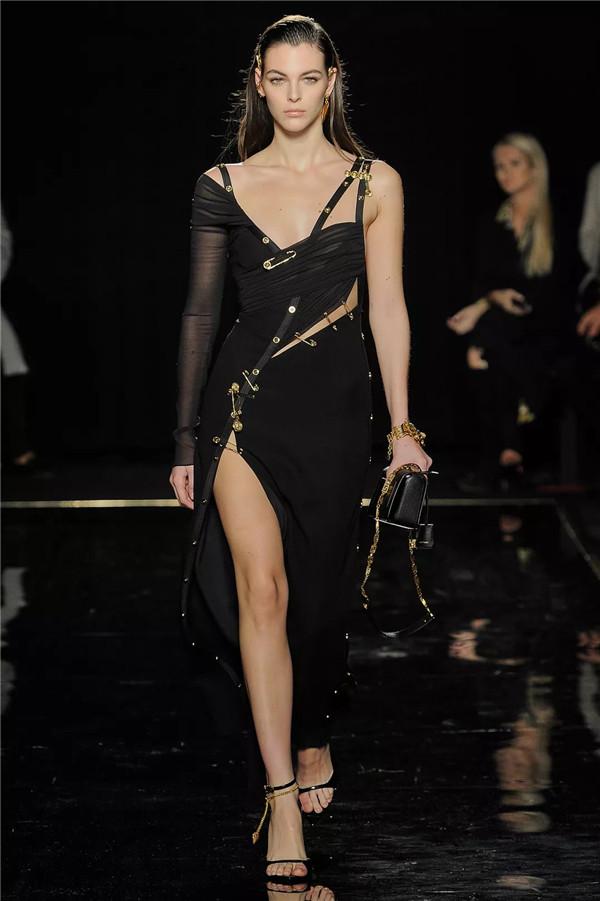 致敬纽约,Versace 2019早秋系列