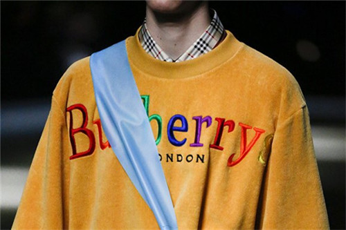 """【特写】伦敦时装周:再见,17年Burberry的""""七彩虹光"""""""