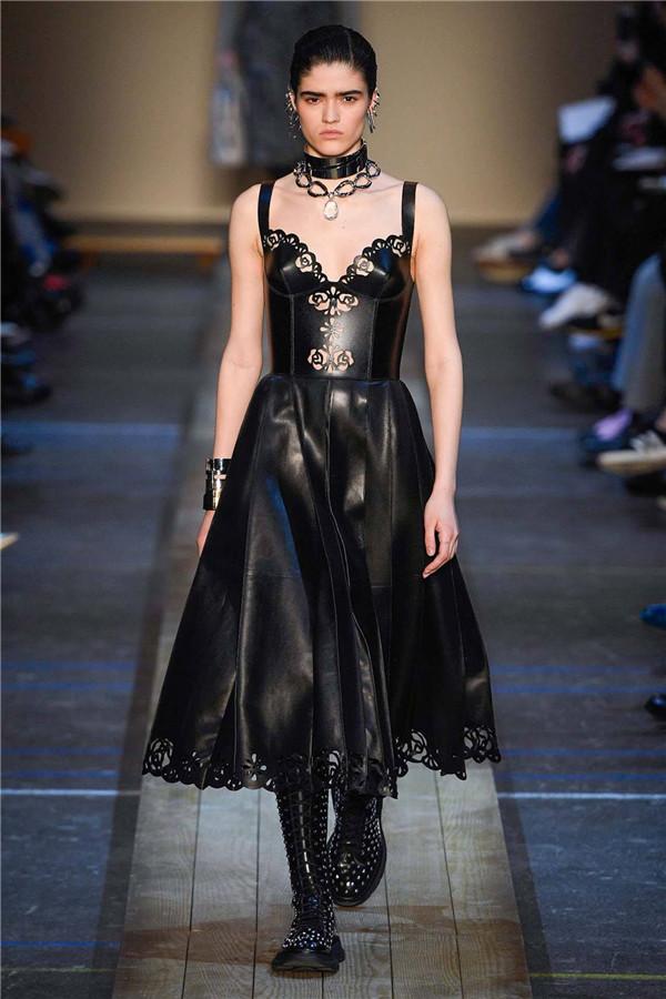 北英格兰的女英雄,Alexander McQueen 2019秋冬巴黎大秀