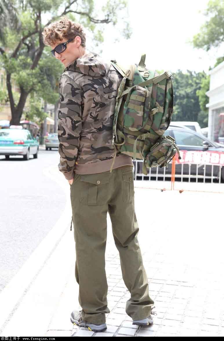 军旅时尚野外迷彩服饰厂家加盟代理