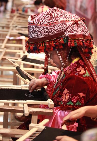 首届亚欧丝绸之路服装节(资料图片)-第二届亚欧丝绸之路服装节即