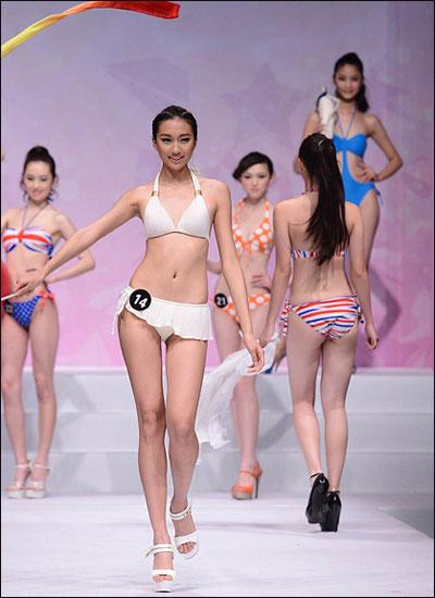 北京中职学校2013模特大赛泳装走秀拉开帷幕