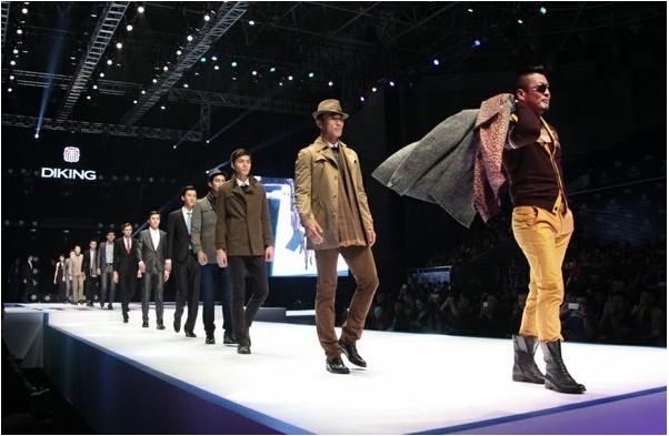 帝牌男装十周年盛典上模特走秀