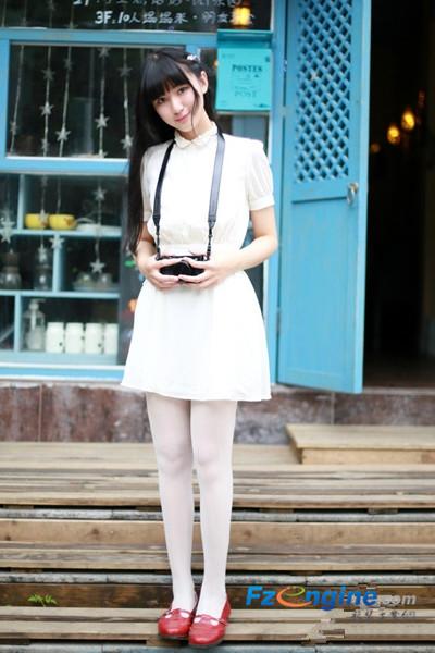 白皮鞋美女