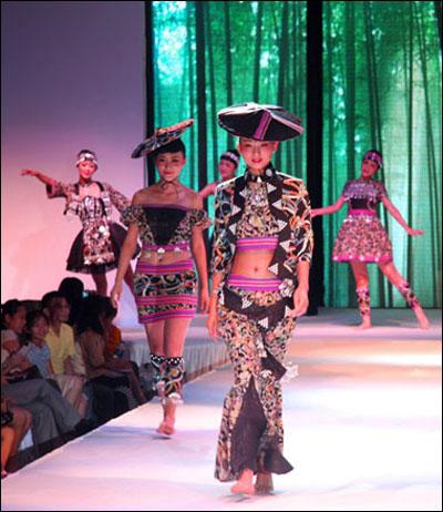 广西服装设计与表演专业大学生t台秀毕业作品
