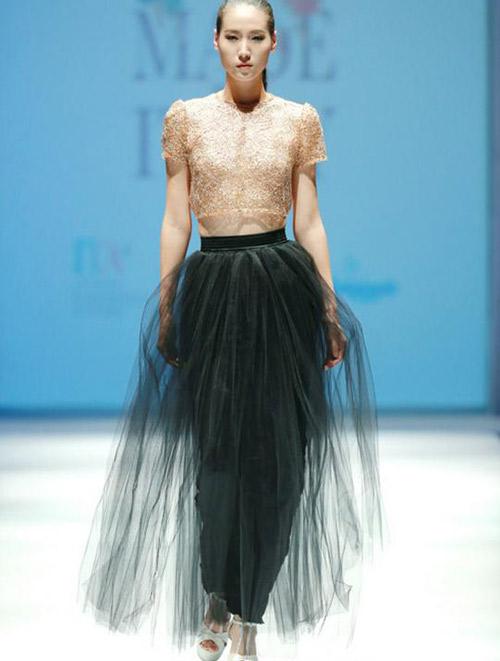 意大利新秀设计师作品发布会亮相梅赛德斯奔驰时装周