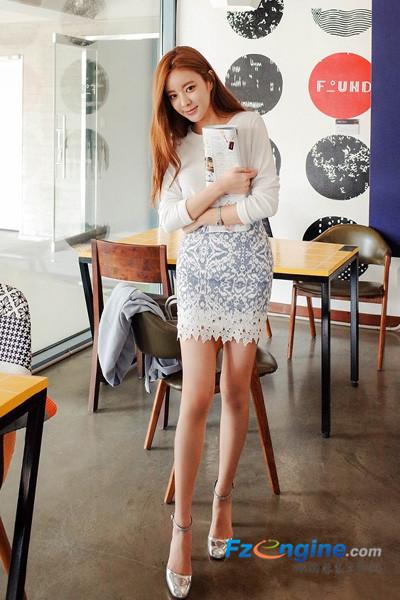 短裙美搭秀大长腿 简单清新的文艺范