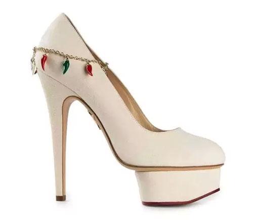 都市衣柜:女人都应该有双性感的高跟鞋3.jpg