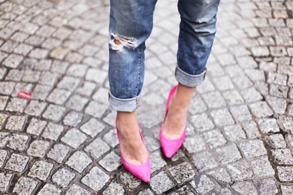 今天穿什么:牛仔裤配高跟鞋 打造唐嫣一样的筷子腿0.jpg