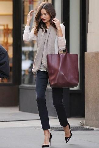 今天穿什么:牛仔裤配高跟鞋 打造唐嫣一样的筷子腿4.jpg