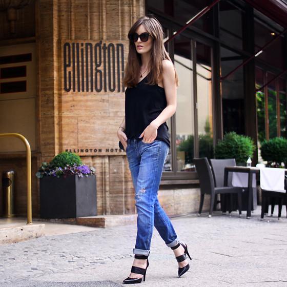 今天穿什么:牛仔裤配高跟鞋 打造唐嫣一样的筷子腿8.jpg