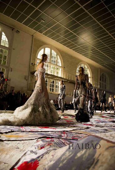 Alexander McQueen 2017春夏巴黎时装秀(图3)