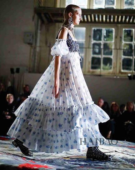 Alexander McQueen 2017春夏巴黎时装秀(图4)