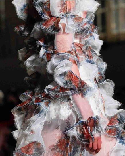 Alexander McQueen 2017春夏巴黎时装秀(图5)