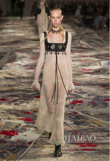 Alexander McQueen 2017春夏巴黎时装秀(图8)