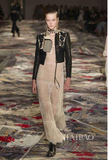 Alexander McQueen 2017春夏巴黎时装秀(图10)