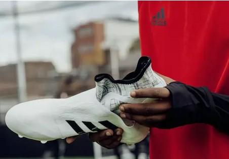 阿迪出了好几款新足球鞋,其中一双还分内靴和外靴3.jpg
