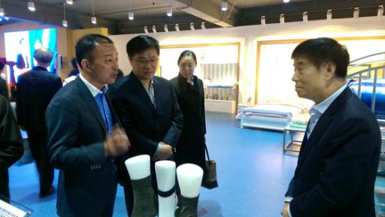 引领产业升级 中国学生服饰研发中心揭牌4.png