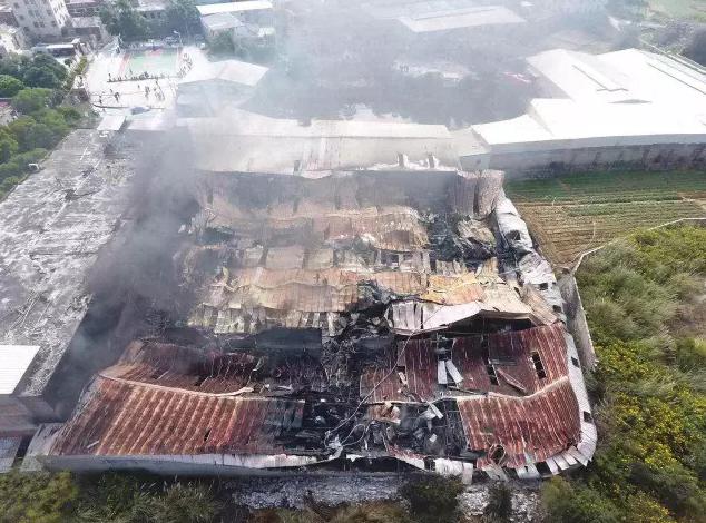 晋江一家纺织厂起火,工厂基本被烧毁【图】0.png