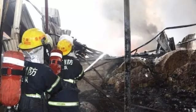 晋江一家纺织厂起火,工厂基本被烧毁【图】1.png