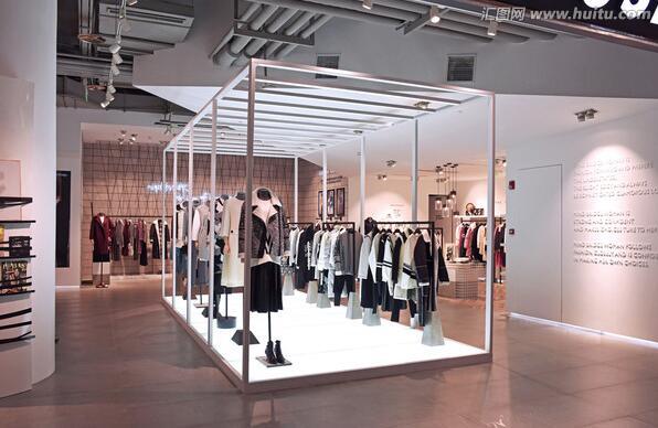 中国服饰行业:连赶春运的人们都变得时尚了呢0.jpg