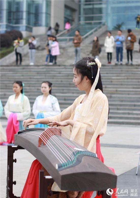 武汉博物馆举办传统服饰展 复原汉唐遗风7.jpg