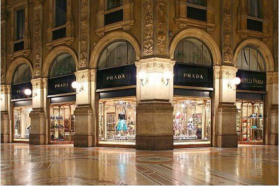 Prada手袋正悄悄降价 仿效Gucci推更多款式 0.jpg