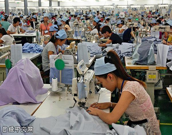 中国服装业加速向越南转移 人工费便宜近6成0.jpg