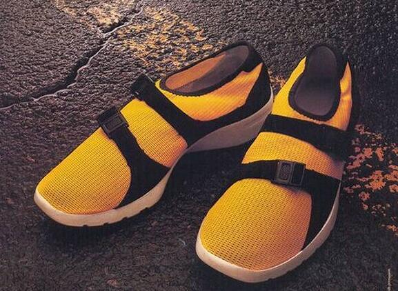 一夜之间,阿迪达斯等球鞋的设计都向袜子靠拢5.jpg