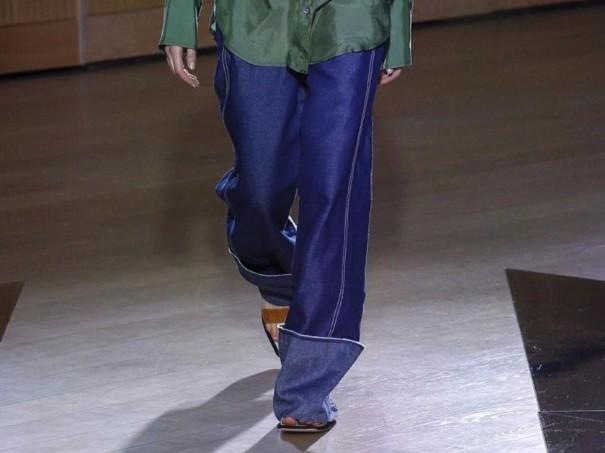 发誓再也不穿牛仔裤的人们请注意,品牌们又开始扎堆做牛仔生意了1.jpg
