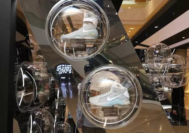 球鞋从运动场混进了Gucci和Celine的聚会,这个生意有多吸金?8.jpg