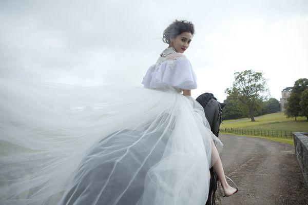 给Angelababy、李小璐提供婚纱的兰玉 她在想些什么? 1.jpg