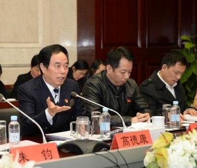 波司登集团党委书记高德康:坚守实体经济,实现新作为0.jpg