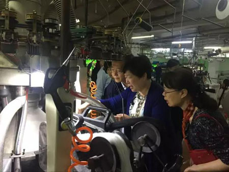 夏令敏一行调研新桥镇纺织服装产业1.jpg