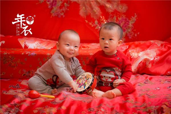 年衣登陆纽约时代广场,嗯哈用中国元素为孩子童年缝制新年衣4.png