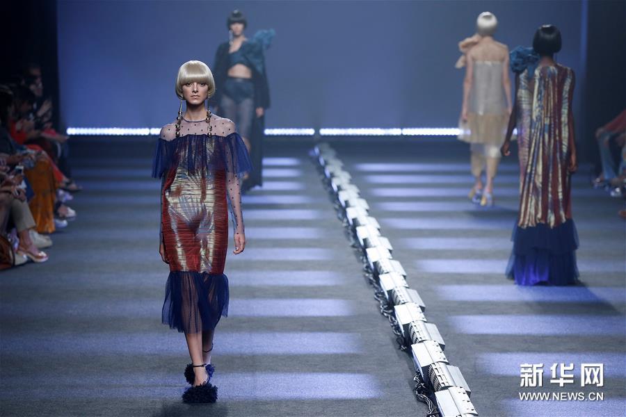 马德里时装周——设计师杜约斯时装秀0.jpg