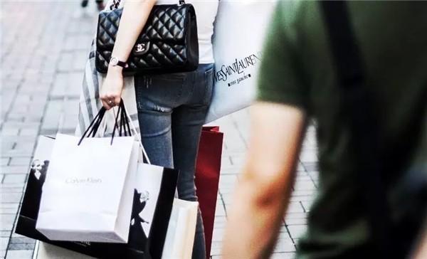 90后中国年轻消费者最敢花钱!全球奢侈时尚品牌上半年财报汇总0.jpg